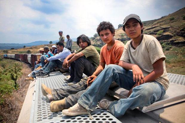 Chauk, Juan et Sara voyagent sur les toits des trains, comme des milliers de migrants qui cherchent à gagner les Etats-Unis.
