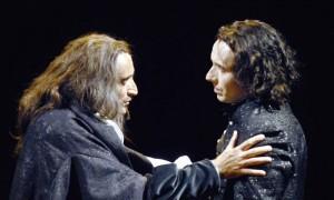 Daniel Mesguich dans le rôle de Descartes et William Mesguich dans le rôle de Pascal
