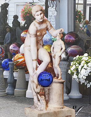 Gazing Ball (Gilded Bikini), © Jeff Koons, huile sur toile, verre et aluminium, 2012-2015