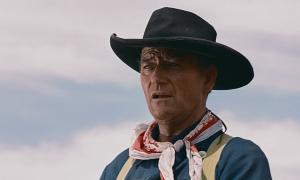 John Wayne (Ethan Edwards) dans La Prisonnière du désert ©Warner Bros.