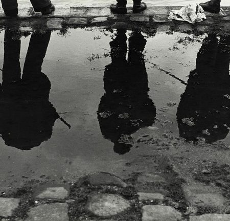 "Sabine Weiss, ""Bords de Seine"", Paris, France, 1952 - Collection Centre Pompidou, Paris © Centre Pompidou, MNAM-CCI/Philippe Migeat/ Dist. RMN-GP © Sabine Weiss"