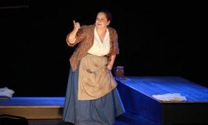 """Isabelle Andréani dans l'adaptation de """"Un coeur simple"""" au théâtre de Poche-Montparnasse"""